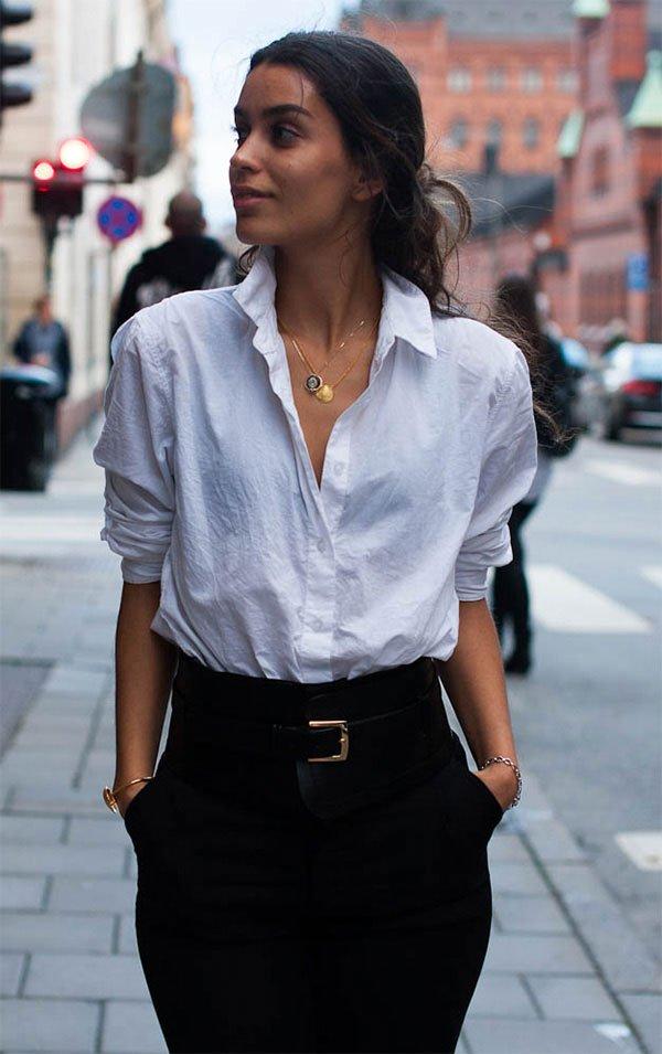 Street style look camisa branca.