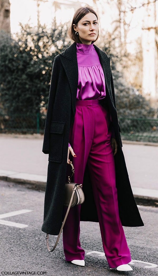 Street style look com camisa e calça roxo.