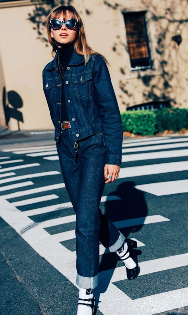 Street style look total jeans.