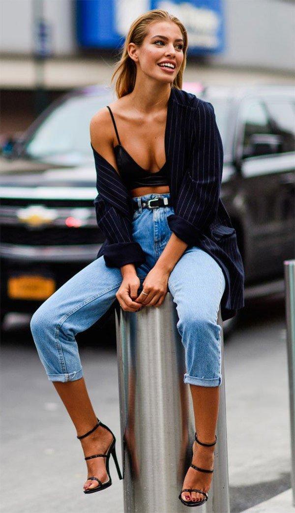 Street style look com blazer e top.