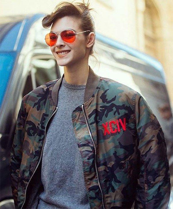 Street style look jaqueta bomber.