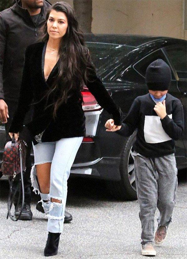 Street style look Kourtney Kardashian