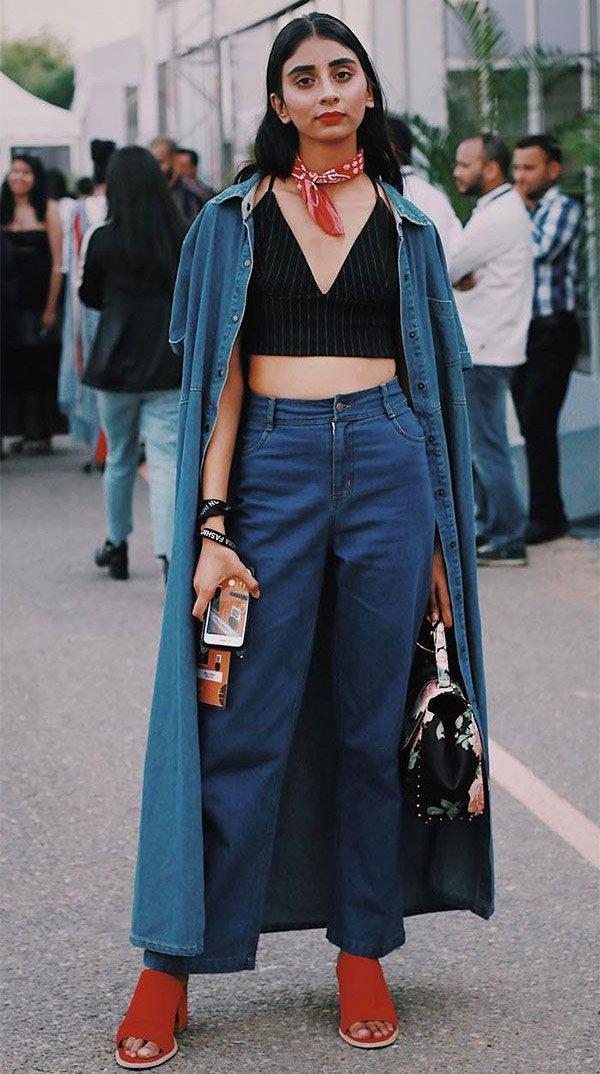 Street style look com top e calça jeans.