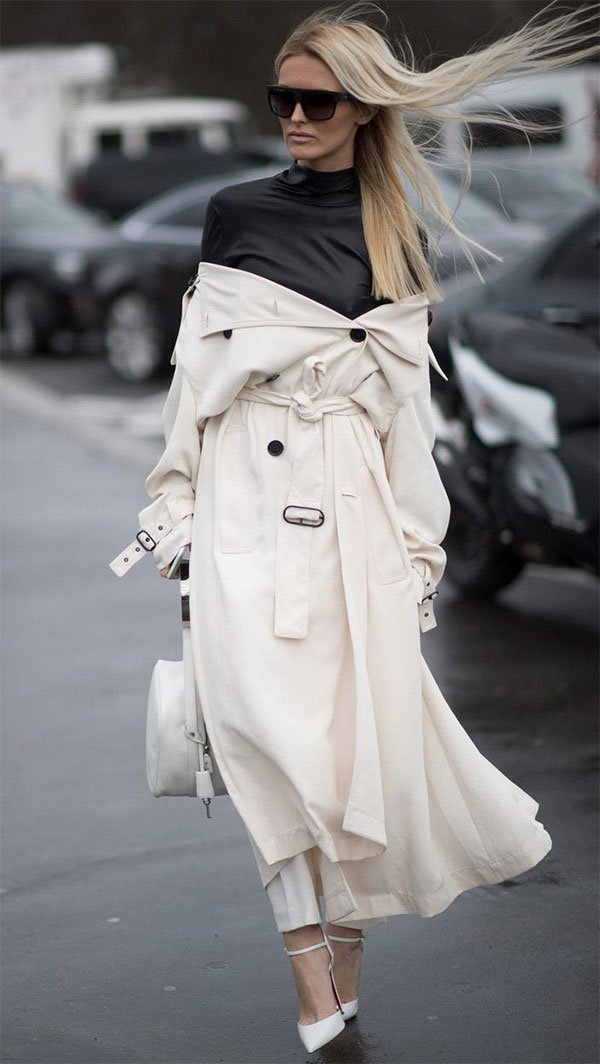 Street style look com trench coat.