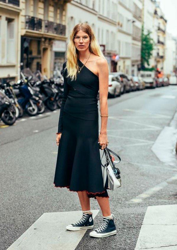 9 maneiras estilosas de usar vestido e têni