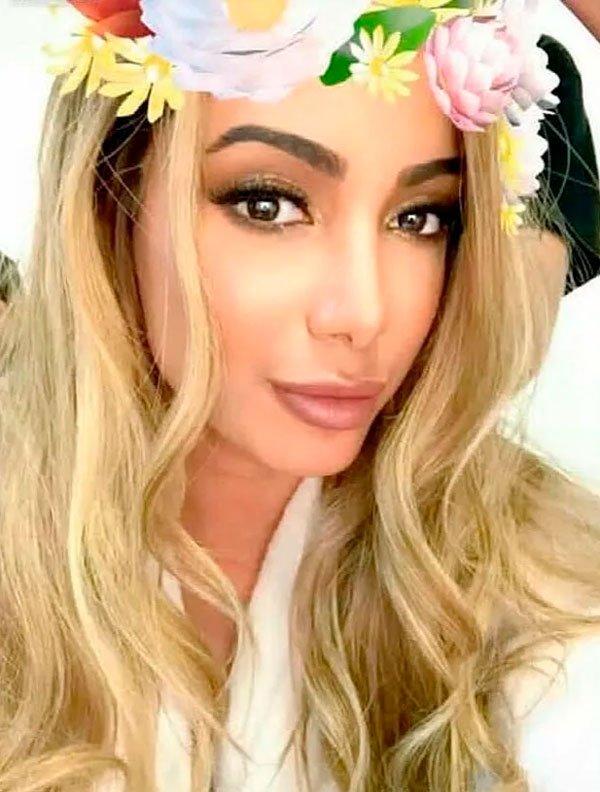 Anitta loira