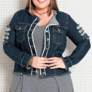 Jaqueta Jeans Com Detalhes Desfiados Plus Size