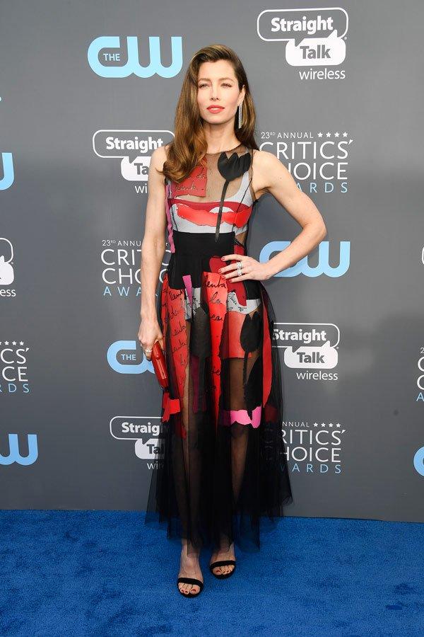 Jessica Biel veste Oscar de La Renta