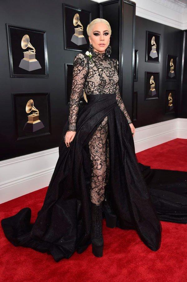 Lady Gaga veste Armani