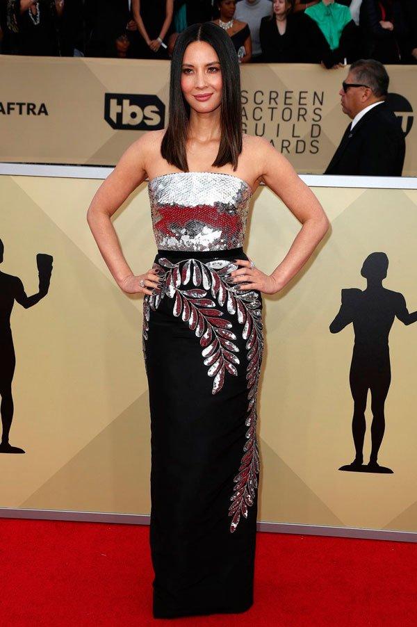 Olivia Munn veste Oscar de la Renta