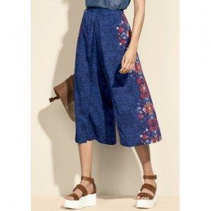 Calça Feminina Em Tecido De Viscose Em Modelagem Pantacourt