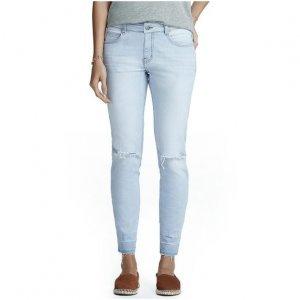 Calça Feminina Em Jeans Skinny Com Rasgo No Joelho