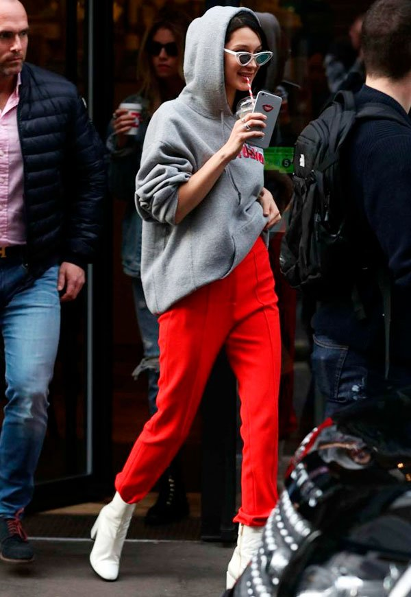 Bella Hadid - moletom e calça vermelha - hilo - inverno - street style