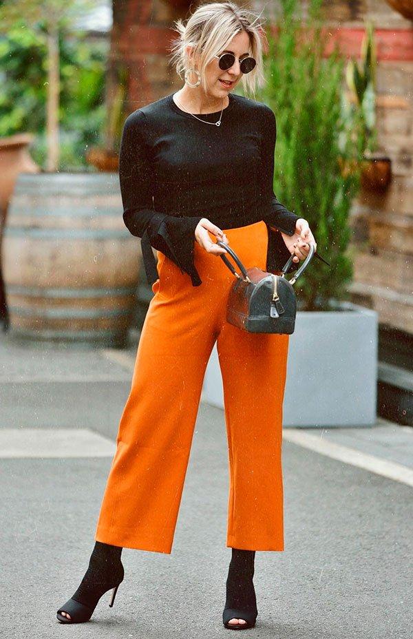 it girl - calça pantacourt laranja - culotte - verão - street style