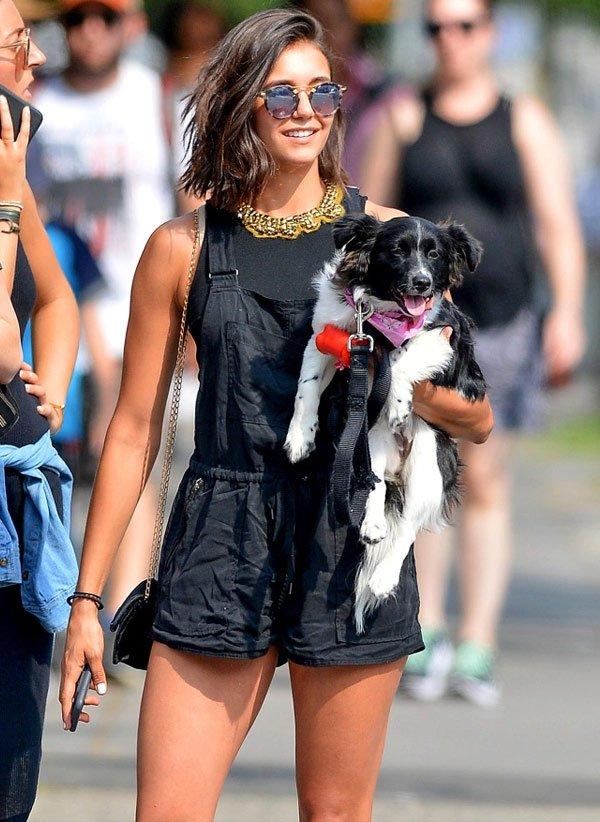 Nina Dobrev - macacão e t-shirt - macacão - verão  - street style