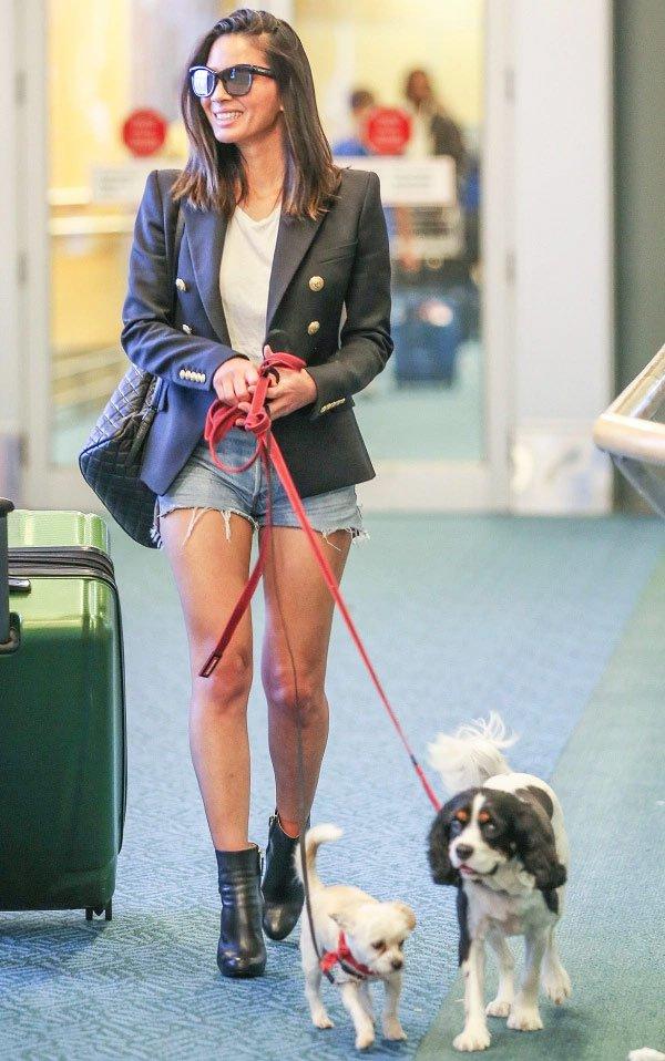 Olivia Munn - short-jeans-blazer-look-bota - Blazer - meia estação - street style