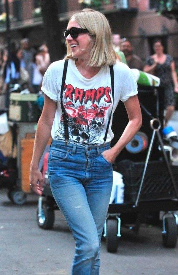 It Girl - T-shirt-vintage-rock-band-suspensório-calça-cintura-alta-mom-jeans-oculos-redondo-cabelo-curto - T-Shirt Vintage - Verão - Street Style