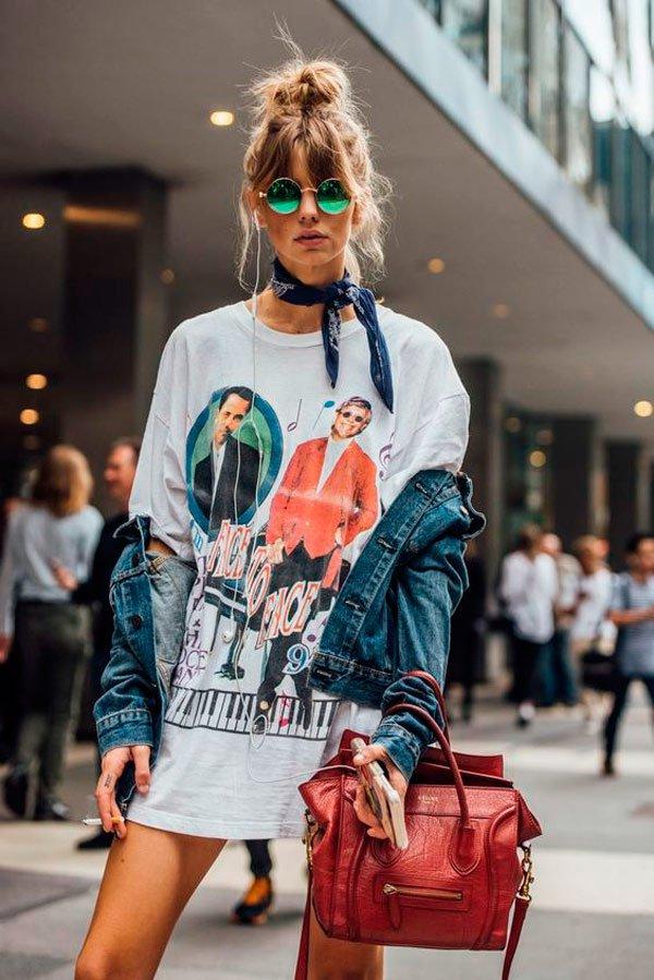 It Girl - T-shirt-vintage-rock-band-over-size-vestido-jaqueta-jeans-oculos-redondo-lenço-bandana-street-style - T-Shirt Vintage - Verão - Street Style