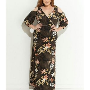 Vestido Floral Escuro Ombros Vazados Plus Size