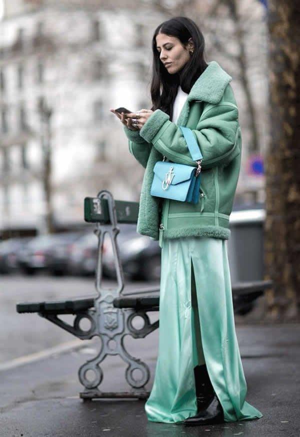 it girl - vstido-verde-casaco-verde-bota-preta - vestido  - meia estação - street style