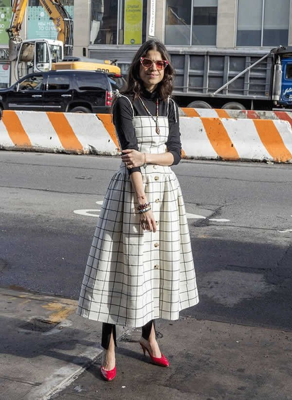 it girl - vestido-midi-alcinha-camiseta-sandalia - vestido  - meia estação - street style