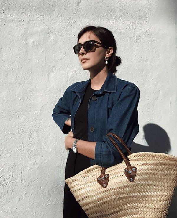 Angelica Bucci - jaqueta-jeans-bolsa-de-palha - bolsa de palha - inverno - street style