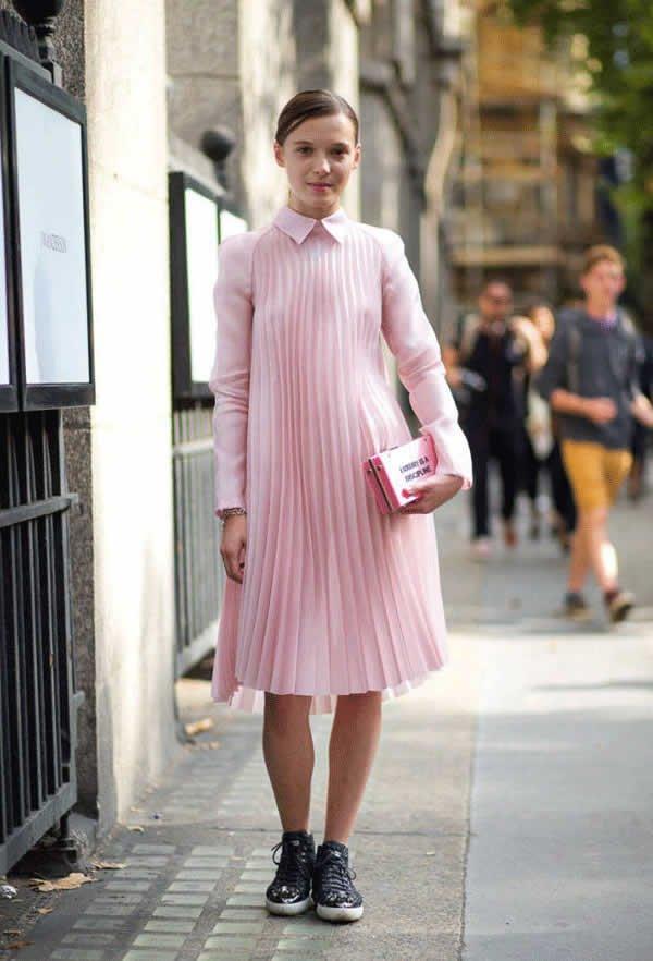 it girl - vestido-rosa-plissado-gola-fechada-tenis-preto - vestido  - meia estação - street style