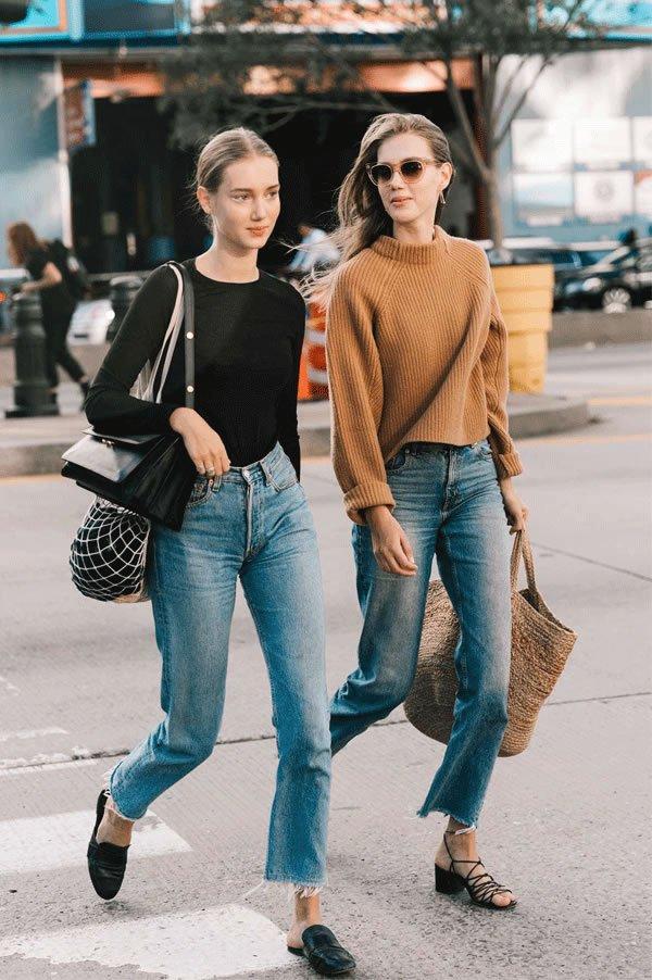 it girl - calca-mom-jeans-top-pret-bolsa-palha - bolsa de palha - inverno - street style