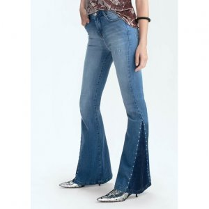 Calça Jeans Flare Na Base Veneza Com Tachas Nas Barras