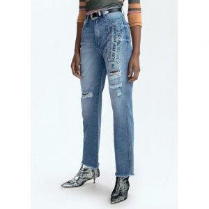 Calça Jeans Na Base Mom Com Efeito Destroyed E Estampa