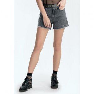 Shorts Jeans Com Barra Desfiada E Detalhe No Bolso Frontal