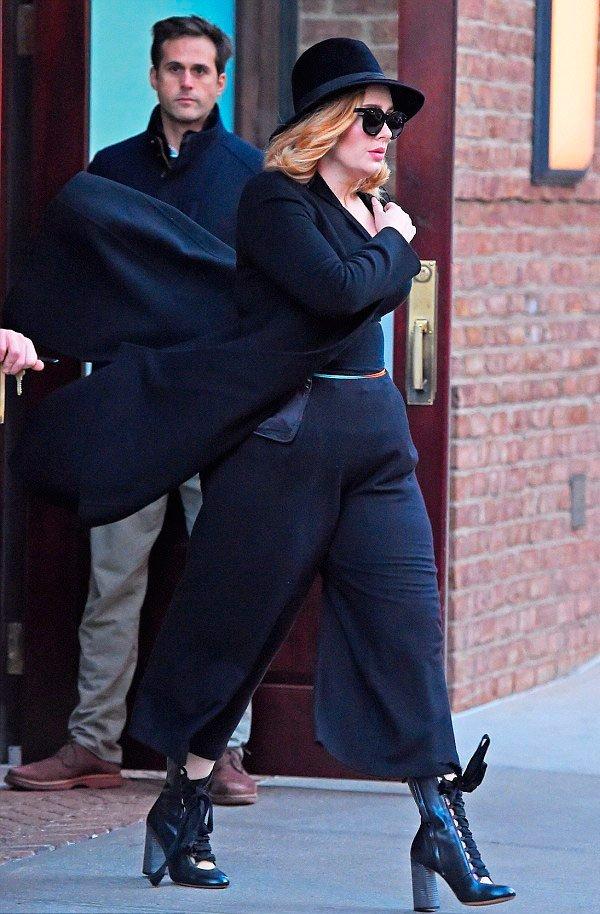Adele - calça-pantacourt-chapeu-bota-preta - pantacourt - outono - Street Style
