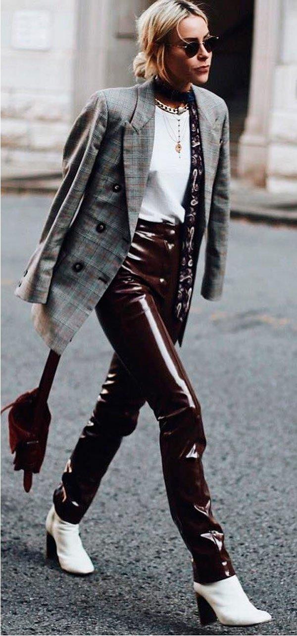 It Girl - blazer-xadrez-calca-vinil-bota-branca - blazer xadrez - Meia Estação - Street Style