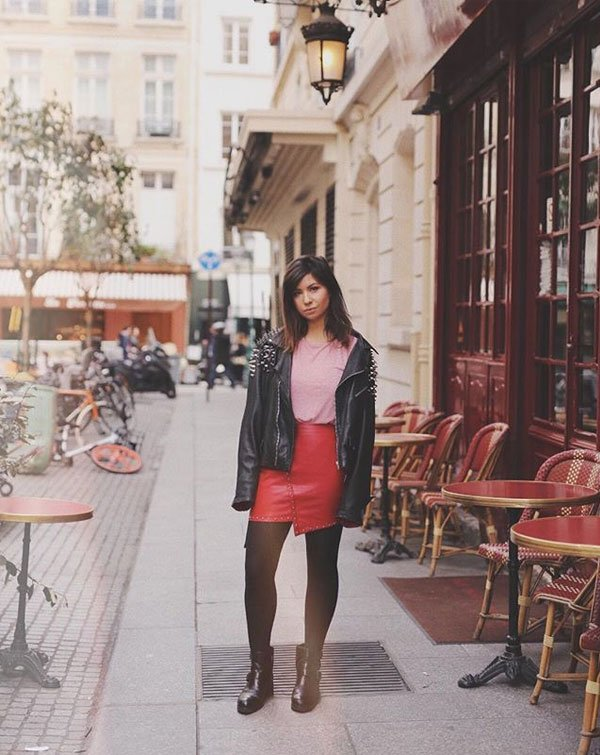 Betty Autier - saia-vermelha-couro-blusa-rosa-jaqueta-couro-preta - saia-vermelha-couro - meia estação - street style