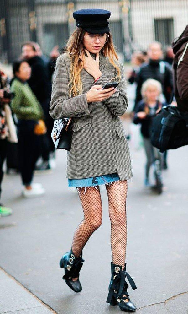 it-girl - saia-blazer-meia-fishnet-coturno - meia fishnet - meia estação - street style