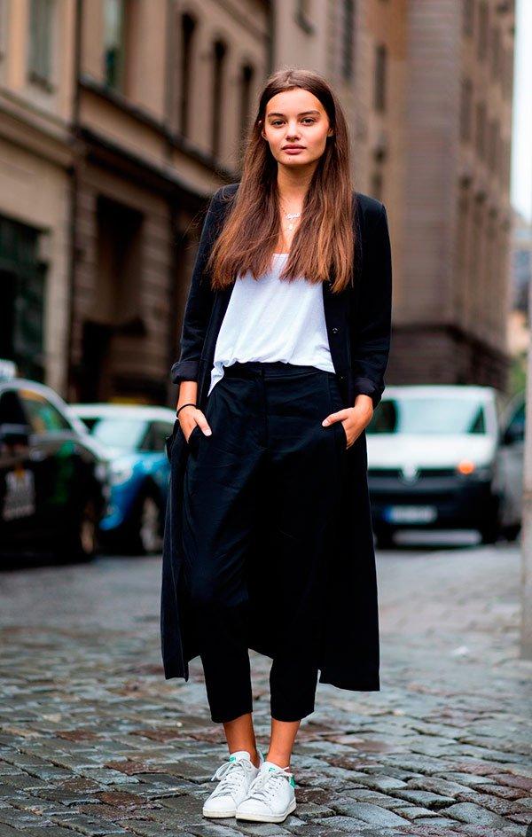 It Girl - calça-preta-tshirt-branca-cardigan-tenis - t-shirt - Meia Estação - Street Style