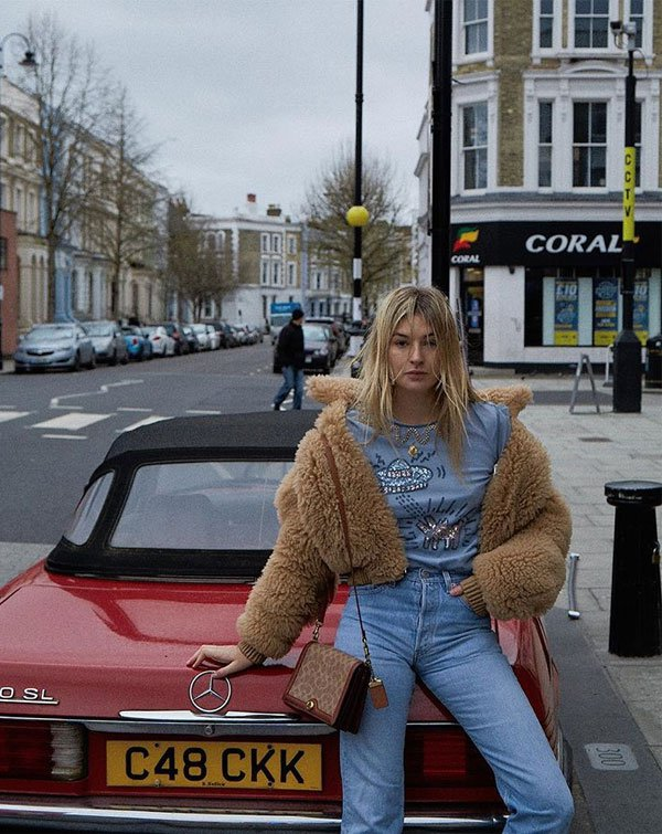 Camille Charrière - t-shirt-faux-fur-mom-jeans - mom-jeans - inverno - street style