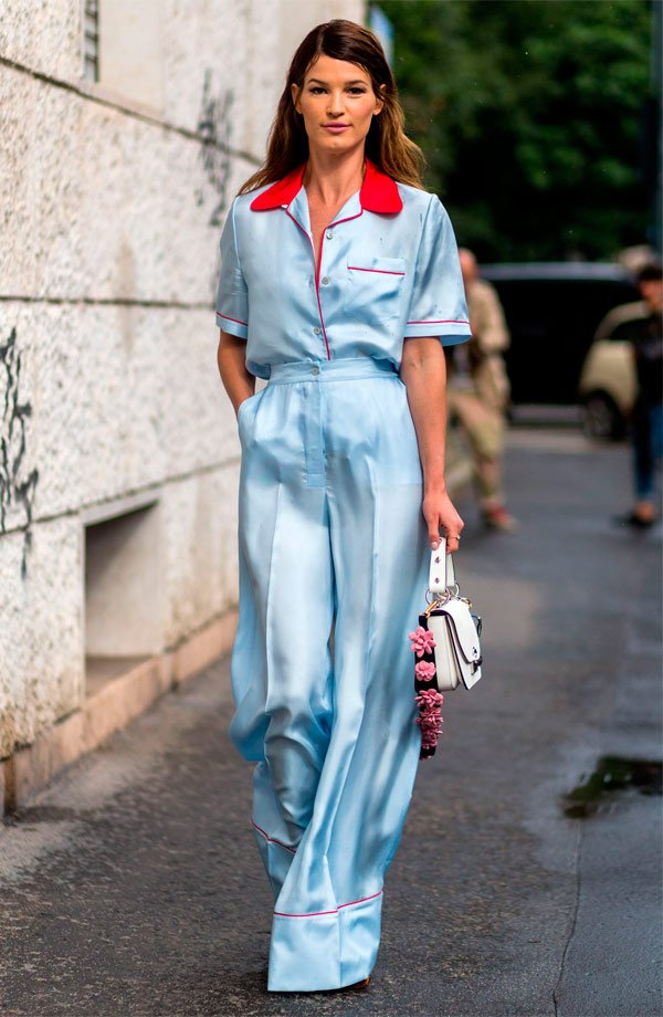 It Girl - look-pijama-cetim-azul-calça-camisa - pijama - Meia Estação - Street Style