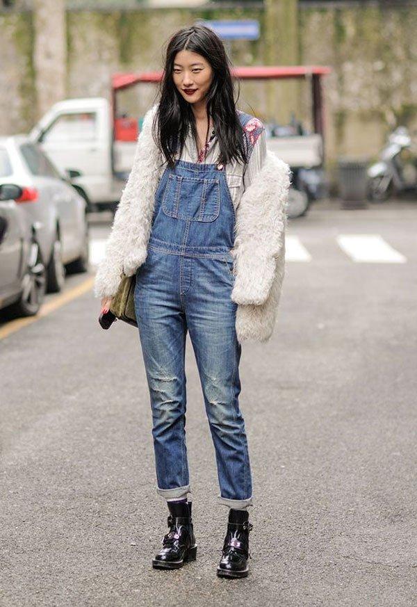 it girl - jardineira-casaco-pelo-coturno - coturno - meia estação - street style
