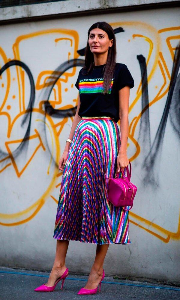 Giovanna Battaglia - saia-colorida-camiseta-preta-colorida - camiseta - Meia Estação - Street Style