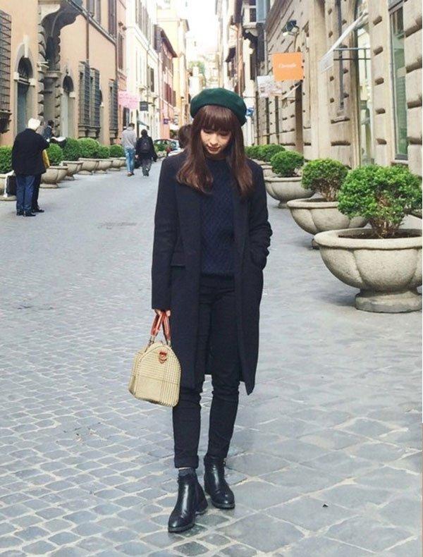 it-girl - blazer-preto-calça-preta-boina-verde - boina - inverno - street style