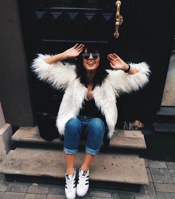 it girl - blusa-preta-calça-jeans-faux-fur - faux fur - inverno - street style