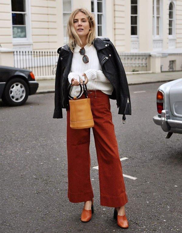 Lucy Williams  - jaqueta-couro-calca-ocre-sapto-marrom-bolsa-bege - jaqueta de couro - meia estação - street style