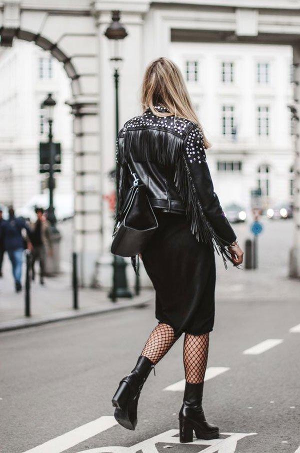 it-girl - jaqueta-couro-saia-preta-coturno-salto-meia-arrastão - meia-arrastão - inverno - street style