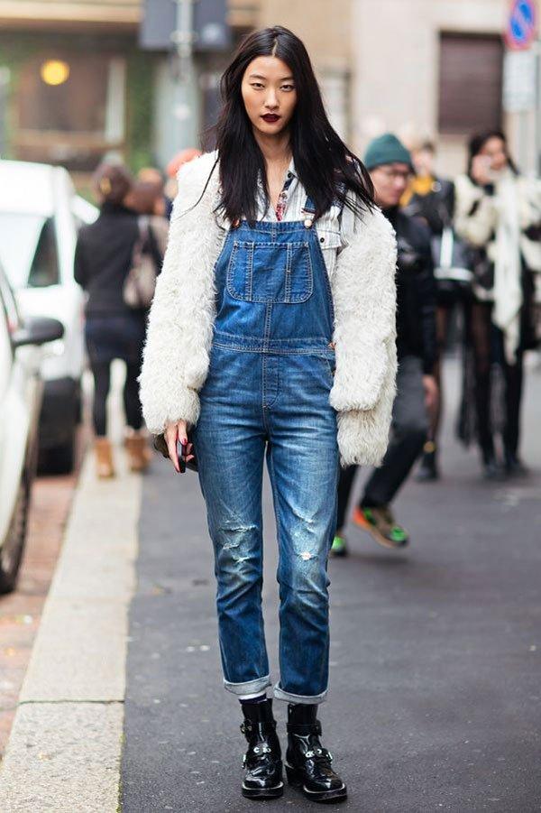 it girl - jardineira-jeans-faux-fur-coat-branco - faux fur - inverno - street style