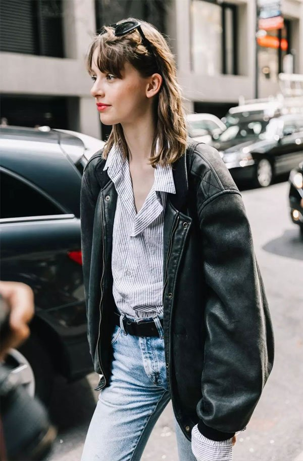it-girl - camisa-mom-jeans-jaqueta-couro-oversized - jaqueta couro - inverno - street style