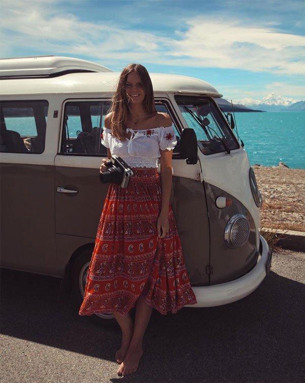 Jessica Stein - saia-midi-vermelha-etnica-top-ombro - saia midi - verão - street style