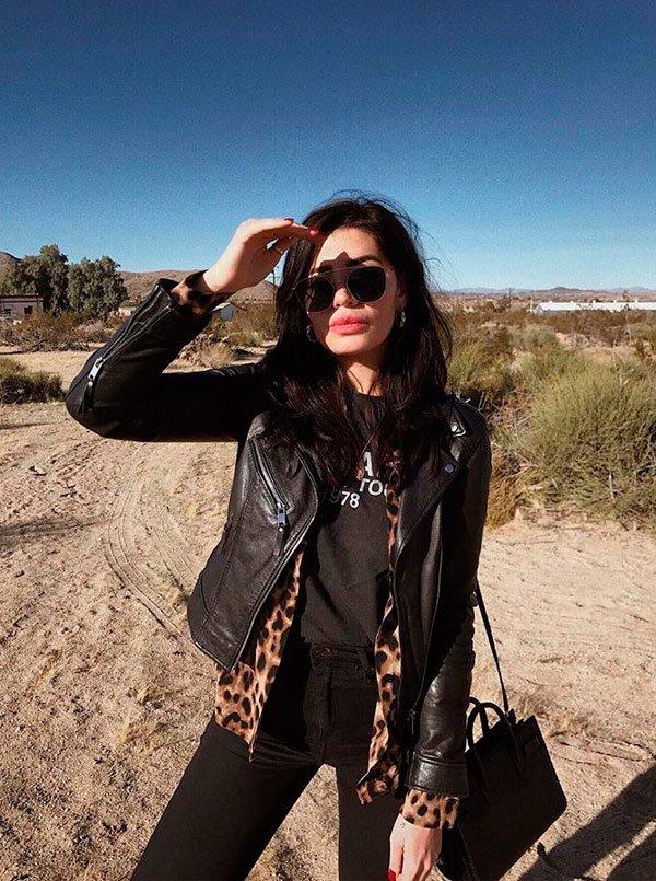 Julia Levenstein - camisa-t-shirt-jaqueta-couro-calca-preta - jaqueta couro - meia estação - street style