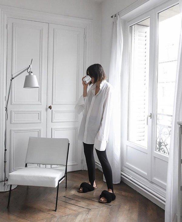 Kaitlyn Ham - camisa-branca-calça-preta-slide-pelos - slide-pelos - meia estação - street style