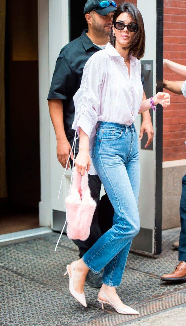 Kendall Jenner - camisa-momjeans-slingback-oculos - sling back - Meia Estação - Street Style